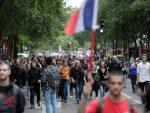 法國十幾萬人上街抗議:自由不是萬能的,學學東方